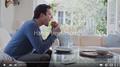 哈德尔出演苹果广告:炫siri免提功能