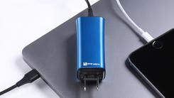 体积大缩水 全球最小笔记本充电器面世