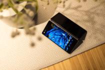 高端手机市场黑马 首款折叠屏登陆京东