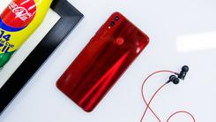 荣耀8X 魅焰红图赏:千元屏霸的亮骚红