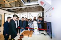 上海首家华为智能生活馆试营业 竟引世界围棋冠军柯洁来打卡
