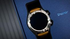 轻薄长续航智能潮表 荣耀手表图赏