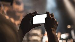 拍照优秀+屏占比高  近期手机主打特点
