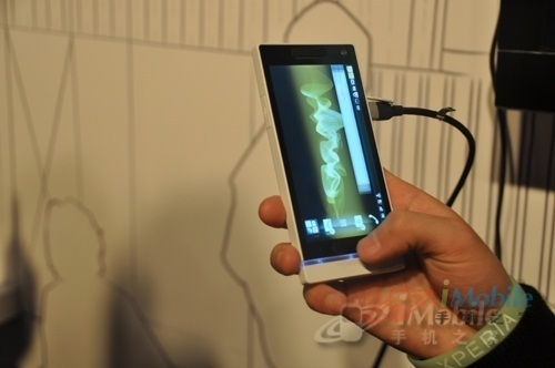 手机 安卓/索尼LT26i拥有大容量存储,双核运行极快,屏幕、拍照、视频高清...