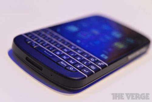 blackberry-q10-hands-on-pics-12_verge_super_wide