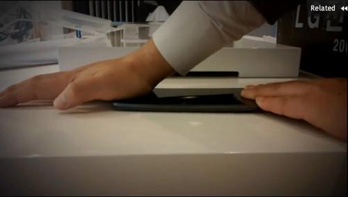 LG G Flex暴力弯折测试