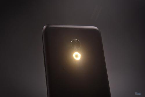 从环形到跑马灯 手机闪光灯真的有用?