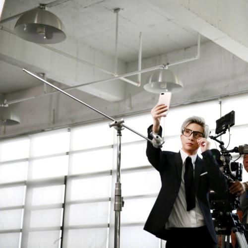 《金立S10将于5月26日发布,带你领略四摄镜头下不一样的薛之谦》0511502