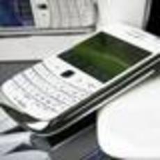 典型商务智能强机 黑莓9900白色限量