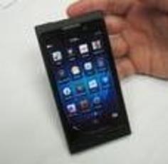黑莓10手机或上市推迟 全键盘明年6月上