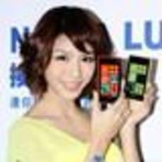 诺基亚Lumia 920和820发布会艳丽美模图集