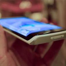 全球第一个柔性屏手机 三星5英寸720p首发
