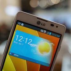 9.6mm纤薄王子 LG Optimus F7纯白图赏