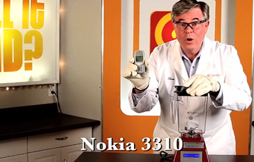 诺基亚3310遭遇搅拌机搅碎 暴力测试