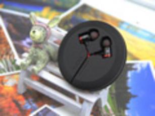 红黑色系出街经典 nubia红魔耳机图赏