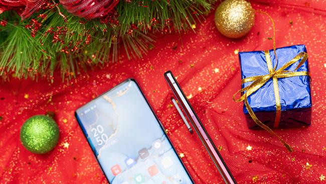 功能性与高颜值并重 这些手机满足你的多面需求