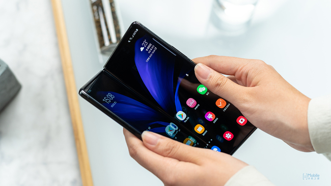 更趋成熟的迭代折叠屏手机新品 三星Galaxy Z Fold2体验