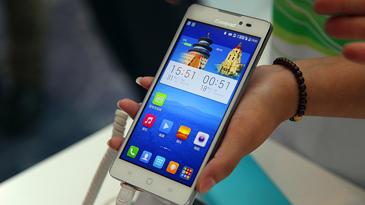 酷派推出首款千元4G产品双棒T1图赏