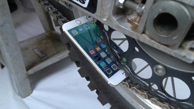 [汉化] 城会玩!iPhone 6s与摩托飞轮