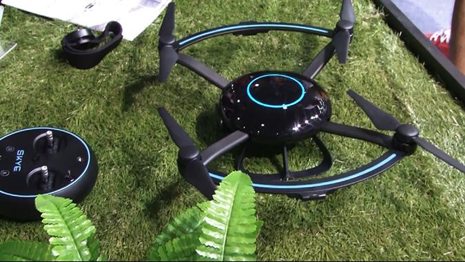 2016上海MWC智能跟拍无人机Skye Orbit