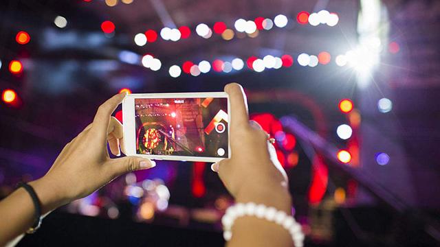 晚上拍照也不怕 几款手机让你拍出最美夜景