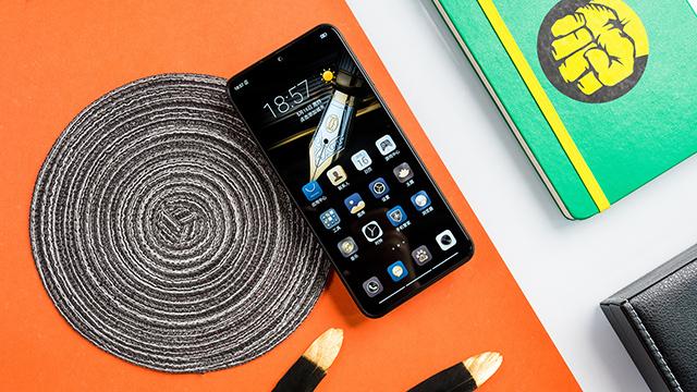 出门扔掉充电宝 海信手机金刚5 Pro评测