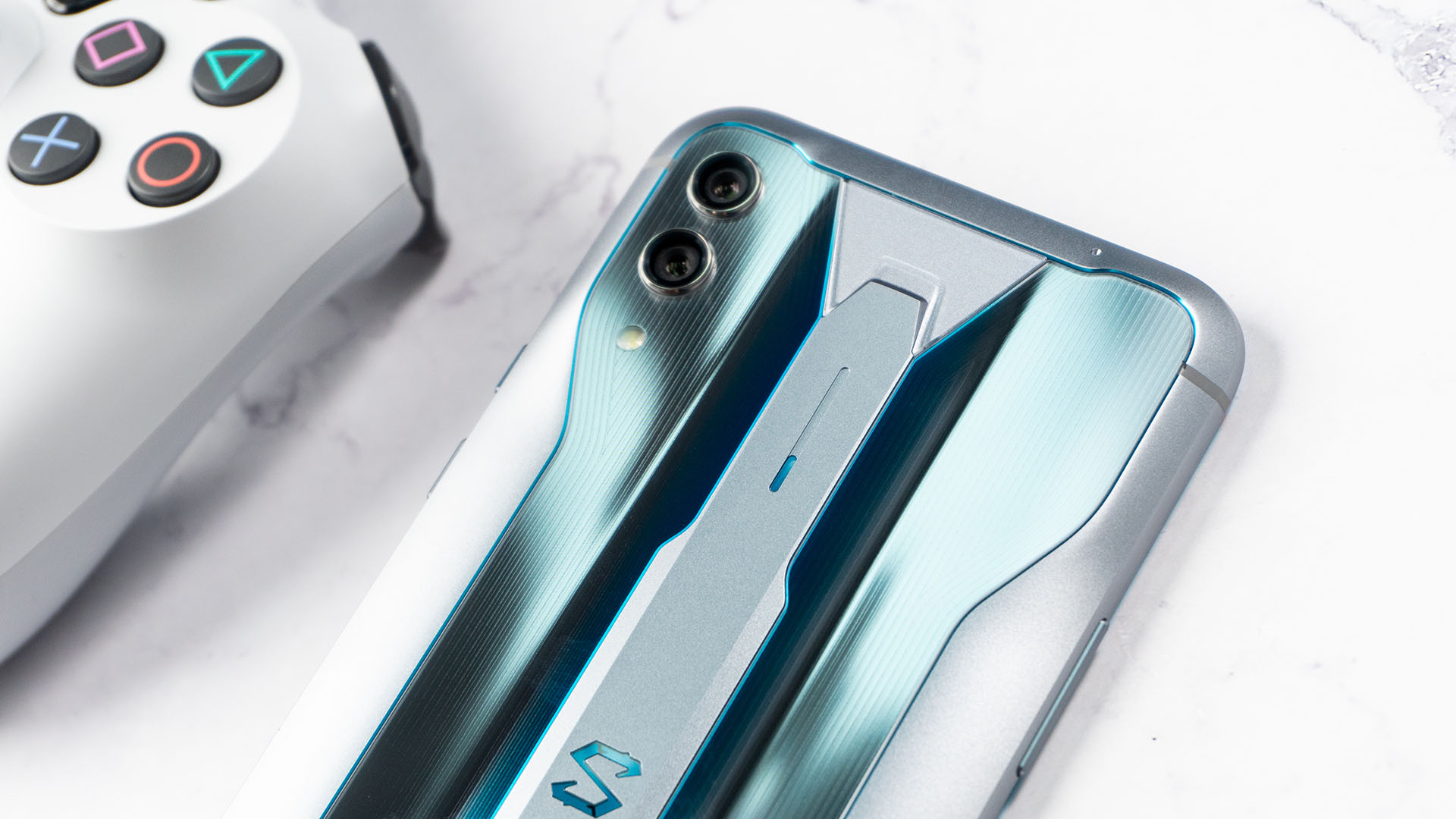 855 Plus阵营再添一员:黑鲨手机2 Pro图赏
